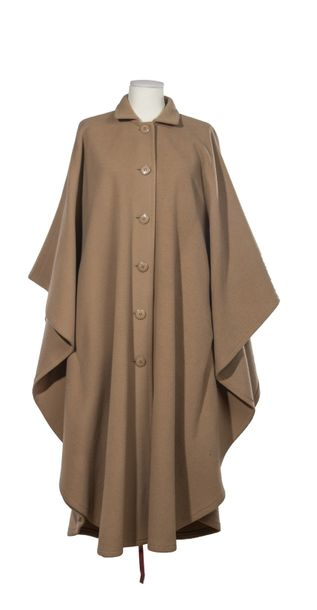 POPY MORENI  Cape en lainage beige, simple boutonnage, 2 poches  Taille 40  Bon…