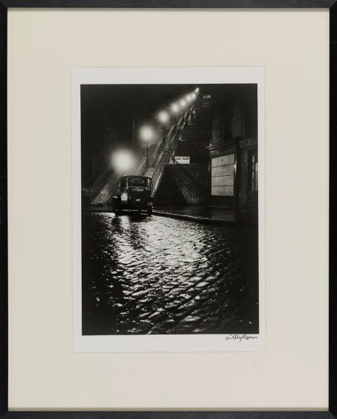WILLY RONIS (1910-2009) RUE MULLER, 1934 Tirage argentique signé 30 x 21 cm