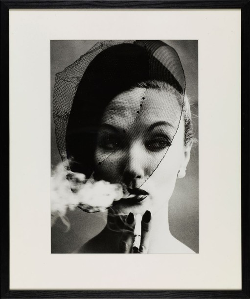 WILLIAM KLEIN (né en 1928) SMOKE + VEIL, PARIS 1958 Tirage argentique daté, titré…