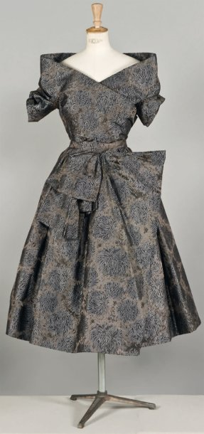 Christian DIOR Haute couture, n° 75384, Automne - Hiver 1955 Griffe blanche, graphisme…