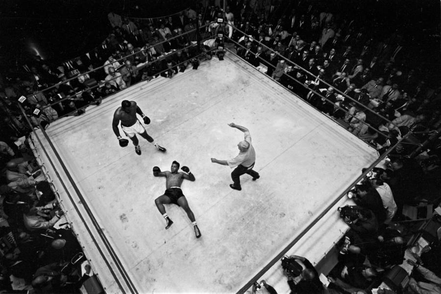 PAUL SLADE (1924-1979) Chicago, 25 septembre 1962. Dès le 1er round, Sonny Liston,…