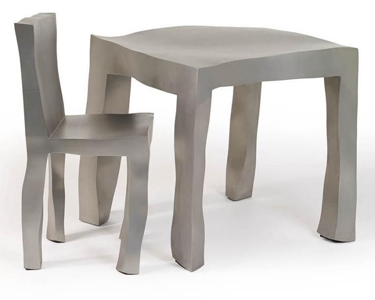 "MAARTEN BAAS (NÉ EN 1978) ENSEMBLE TABLE ET CHAISE ""SCULPT"" En acier inoxydable.…"
