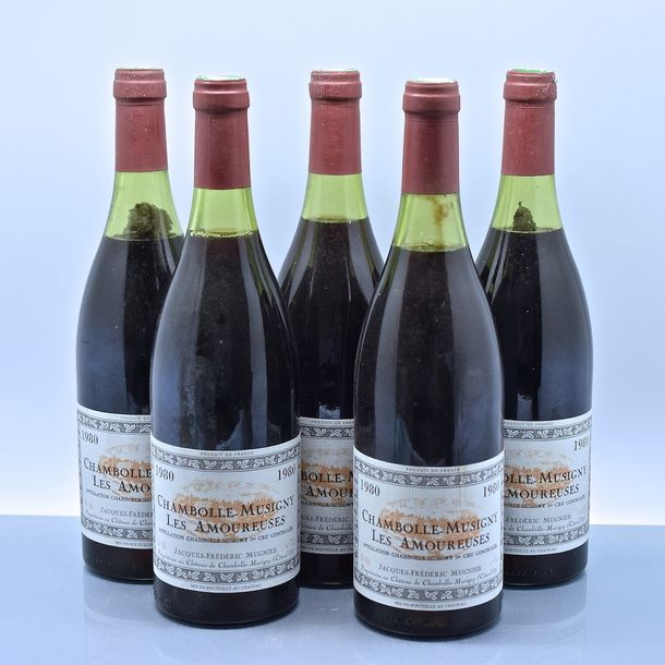 "5 bouteilles CHAMBOLLE-MUSIGNY ""Les Amoureuses"", JF Mugnier 1980 (1 TLB, 3 LB, 1…"