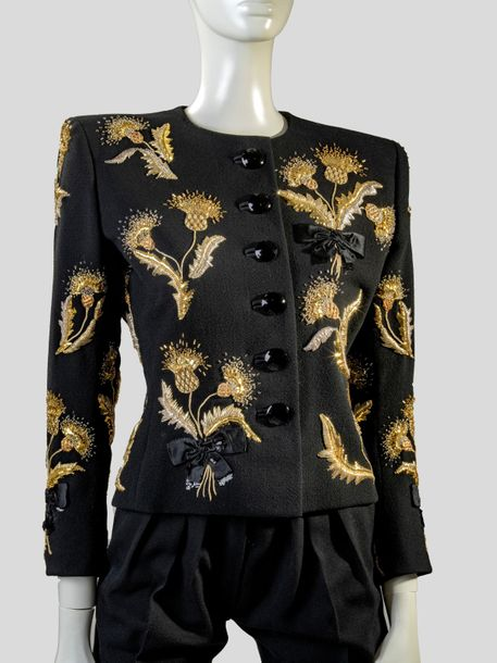 31. YVES SAINT LAURENT - COLLECTION HAUTE COUTURE, CIRCA 1986 Broderie : Maison…
