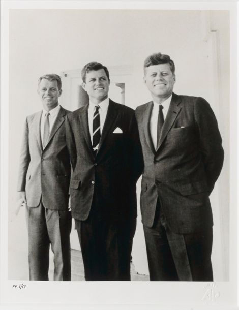 ASSOCIATED PRESS COLLECTION THREE KENNEDY BROTHERS, 1963 Tirage photographique en…