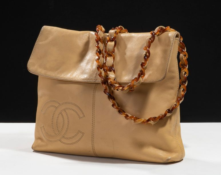 CHANEL, Prototype, circa 1990  Directeur artistique : Karl Lagerfeld  Sac besace,…
