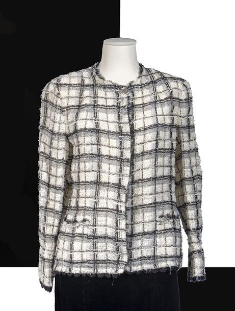 CHANEL, Collection Prêt à Porter  Veste droite tweed blanc, noir, ruban de tulle,…
