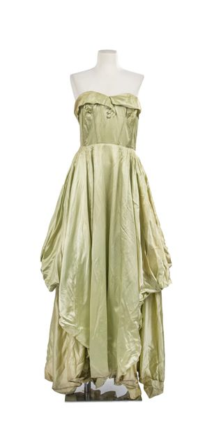 11. JACQUES HEIM, COLLECTION  HAUTE COUTURE, CIRCA 1947  Prototype de défilé  Robe…