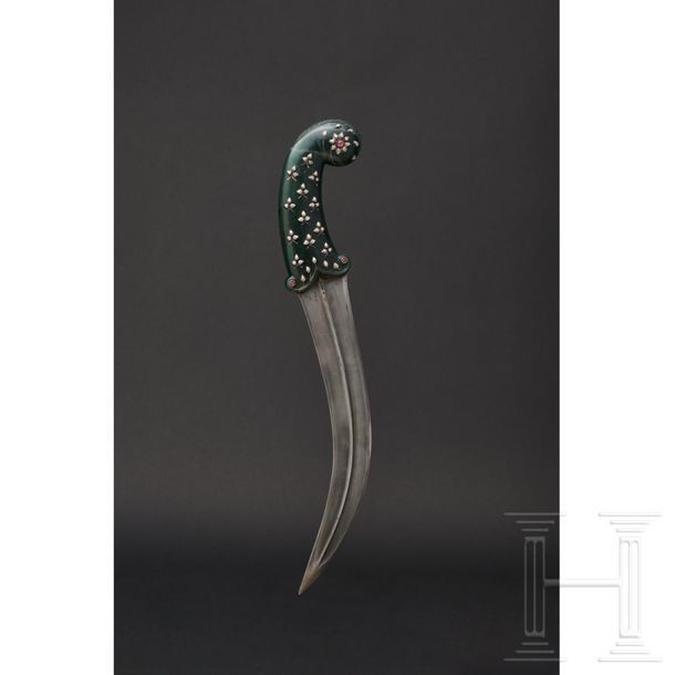 An Indian khanjar with a jade grip, circa 1800 The strongly curved, double edged…