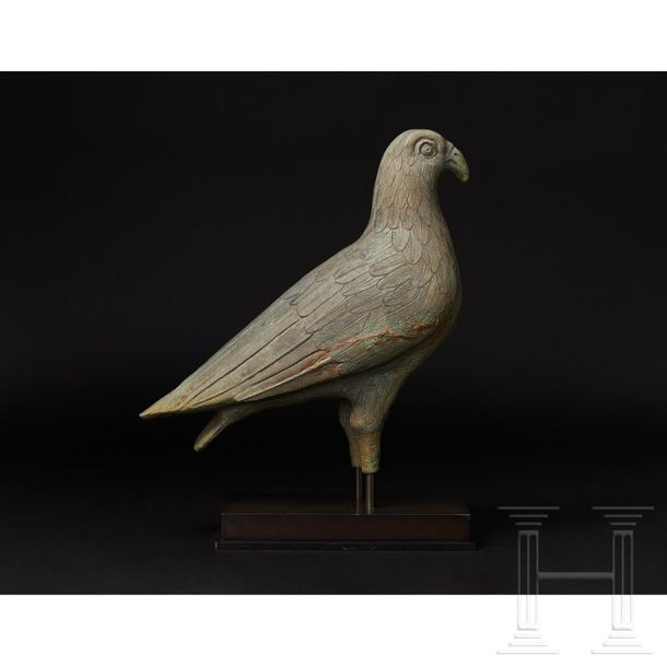 A Greek bronze eagle of unusual stature with exceptionally fine craftsmanship, p…
