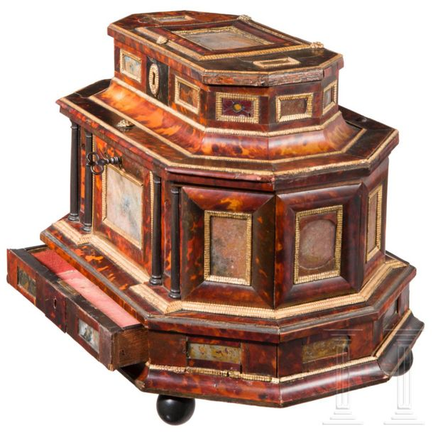An unusual Baroque cabinet, Augsburg, 17th century The free standing, octagonal,…