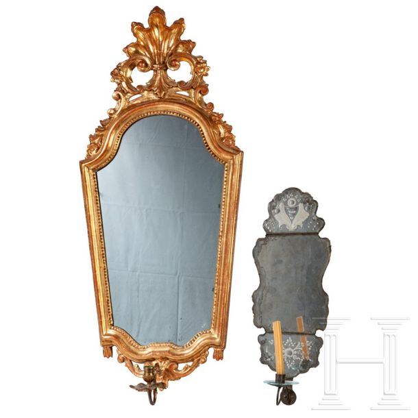 Two German Rococo mirror appliqués, circa 1760/80 Large, finely carved and gilde…