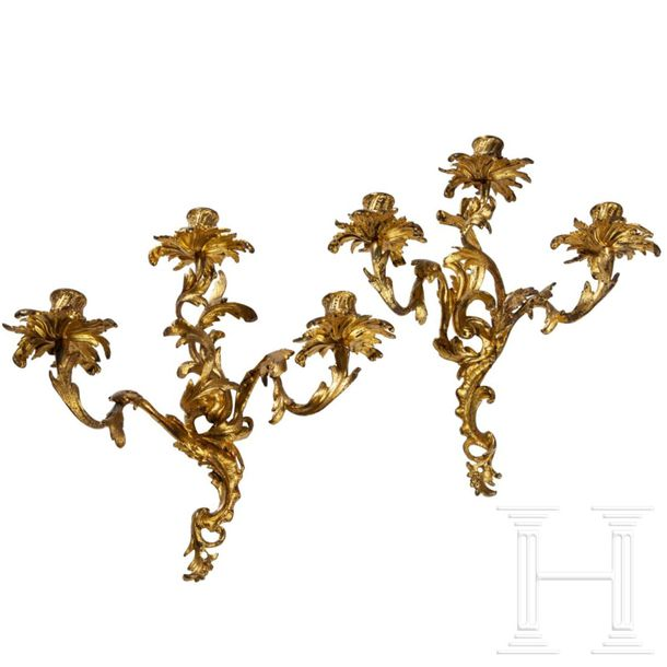A French pair of gilded Louis XV appliques, 19th century Dreiflammige Wandleucht…