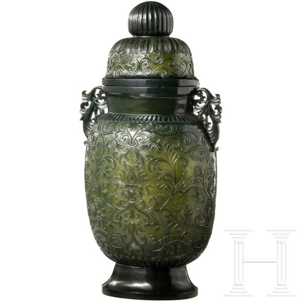 A large Chinese vase in chiselled jade, 19th century The oval jade body carved i…