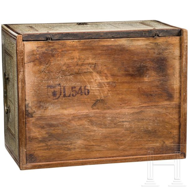 """A rare, small and finely engraved North/West Indian """"Mughal"""" cabinet casket, 17t…"""