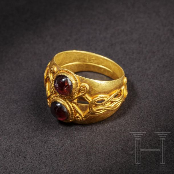 An elegant Roman double gold ring with Herakles knot, 1st 2nd century A.D. Gold …