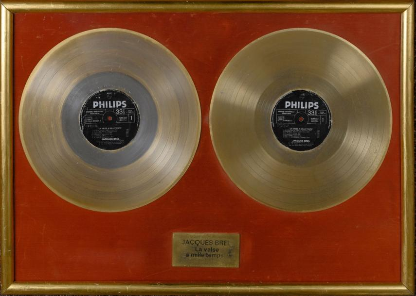Brel, Jacques Double disque d'or pour l'album «La valse à mille temps». Récompense…