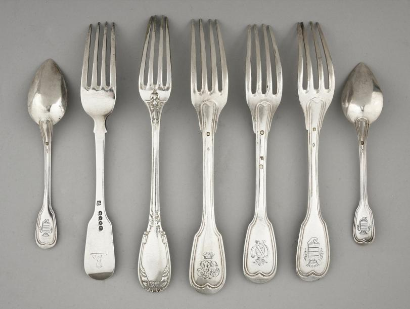Lot de couverts en argent, 16 fourchettes de table, 5 cuillères de table, 9 peti…
