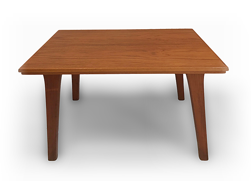 Design scandinave, XXe. Table basse d'appoint (c. 1950) Teck, vernis deux tons 4…