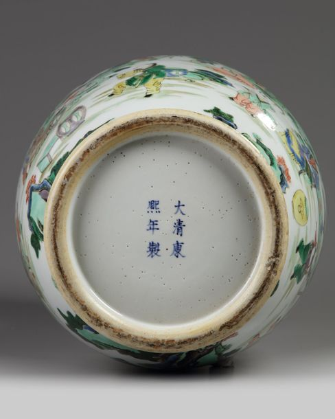 A large Chinese famille verte vase The vase is decorated to the body and neck wi…