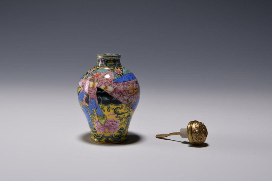 A CHINESE FAMILLE ROSE SNUFF BOTTLE A Chinese canton vase, brilliantly enamelled…