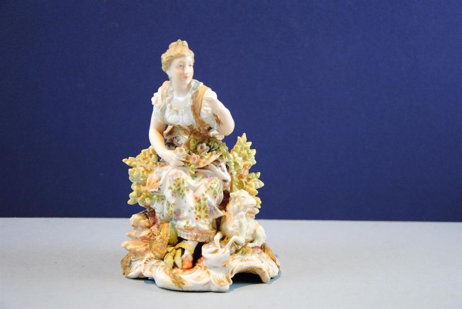 SAXE XIXe, Bergère et son mouton, groupe en porcelaine polychrome ( accidents et…
