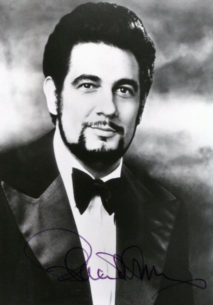 OPERA: Selection of signed postcard photographs by various opera singers, includ…