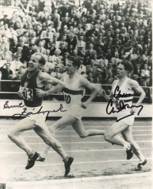 SPORT: Selection of signed postcard photographs and slightly larger, a few 8 x 1…