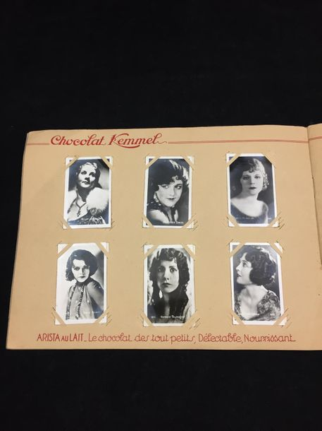 "Album Chocolat KEMMEL ""Nos Vedettes "". Album photographique comprenant un ensemb…"