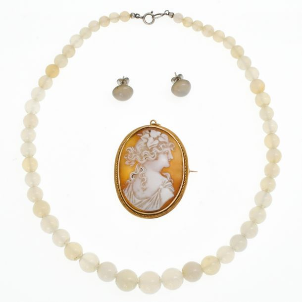 An Agate Necklace and Cameo Brooch 53 mm. Long.