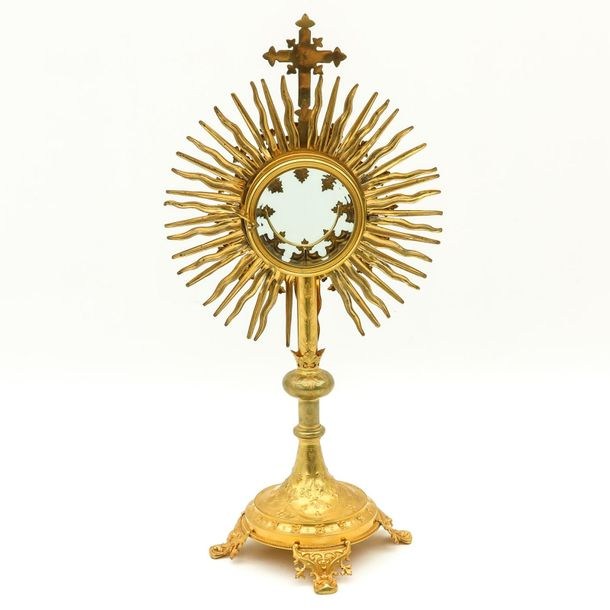 A Fine 19th Century Gilt Monstrance 19th century gilded richly decorated with su…