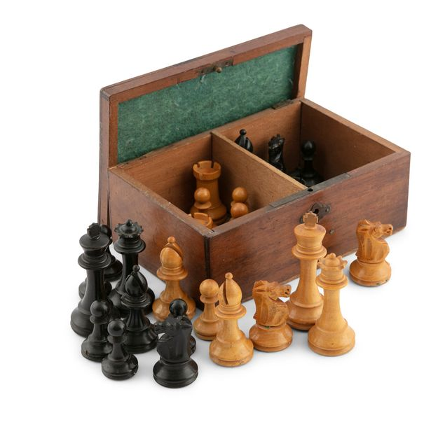 A TIMBER CASED SET OF JACQUES STYLE TURNED WOOD CHESSMEN