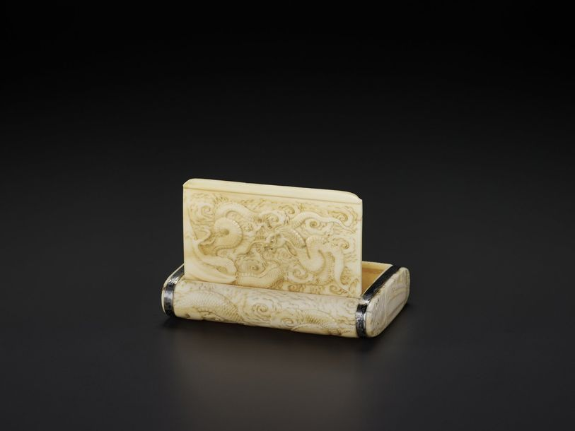 FINE IVORY CIGARETTE CASE WITH DRAGON Japan, Meiji period (1868 1912) A rectangu…