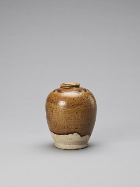 AN OCHRE BROWN GLAZED POTTERY JAR, TANG China, Tang dynasty (618 907). The jar i…