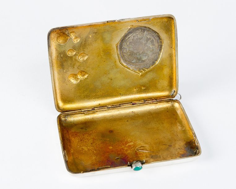 Russian silver cigarette box, with one lid to be opened and green stone dime res…