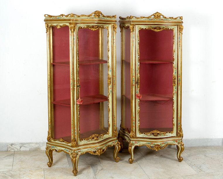 Pair of Venetian display cabinets, on four scroll feet with curved sides and fro…