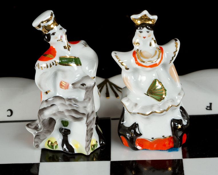 Porcelain chess set, with 32 figures and two game boards; painted in multicolour…