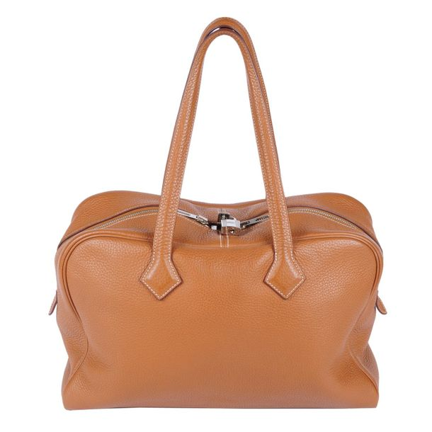 HERMÈS a 2012 tan Victoria Boston travel bag. Crafted from from tan grained Clem…