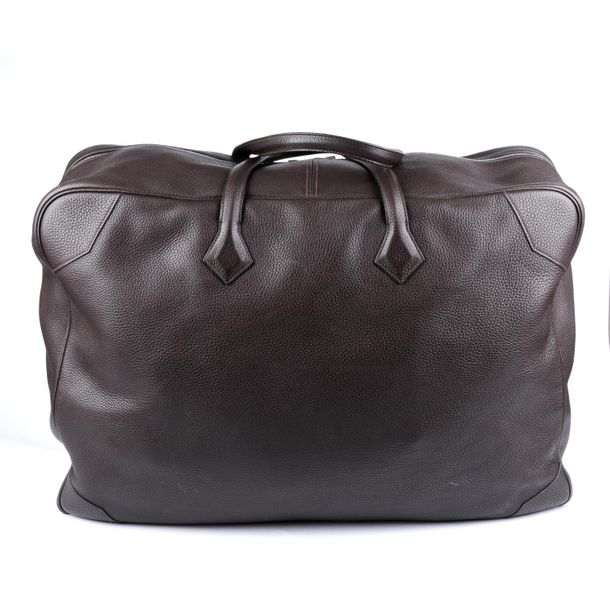 HERMÈS a 2007 brown Victoria 60 travel bag. Crafted from from brown grained Clem…