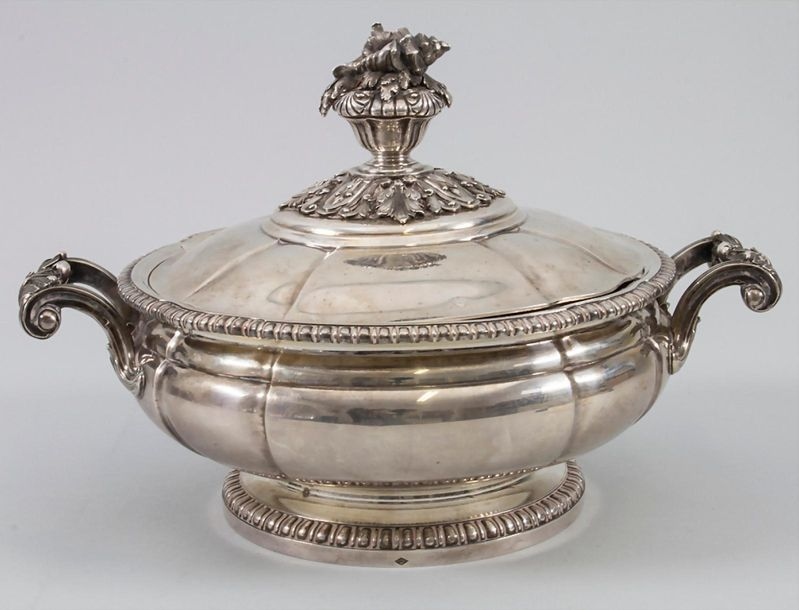 Legumier (Gemüseterrine) / A silver vegetable tureen with lining and cover, Boul…