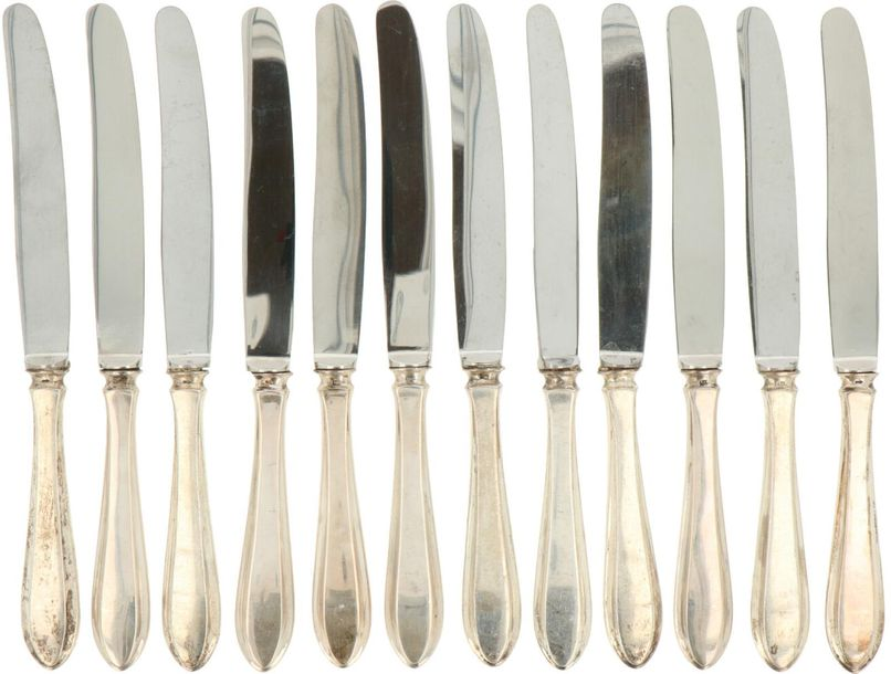 (12) Piece set of fruit knifes silver. Executed in Dutch pointfillet with stainl…