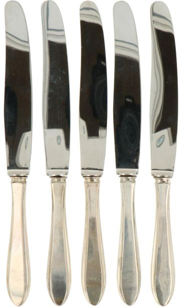 (5) Piece set of dinner knifes silver. Executed in Dutch pointfillet with stainl…