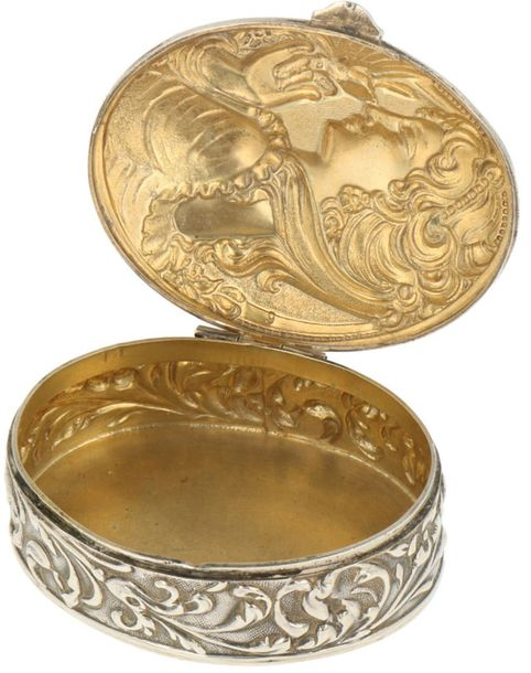 Snuff box silver. Oval model embellished with chased depiciton of a lady in Art …