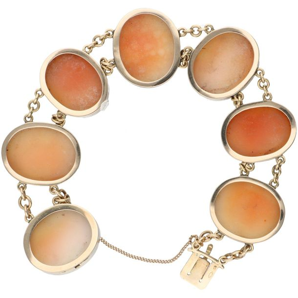 Yellow gold shell cameo bracelet 14 ct. Closure with safety chain. LxW: 20 x 2.2…