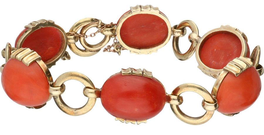 Yellow gold bracelet, with red coral 14 ct. With safety chain. Red coral (approx…