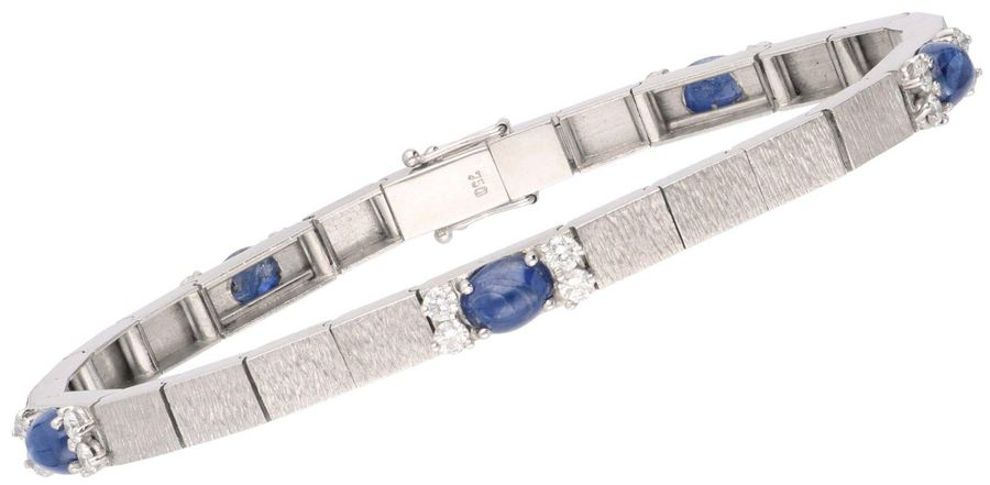 White gold classic bracelet, with approx. 1.00 ct diamond and approx. 1.15 ct na…
