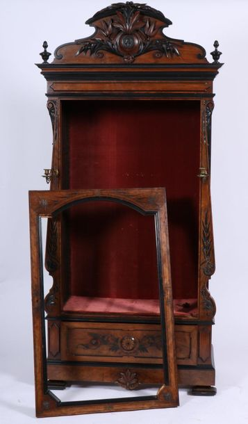 A Willem III display cabinet, The Netherlands, late 19th century. With carved cr…