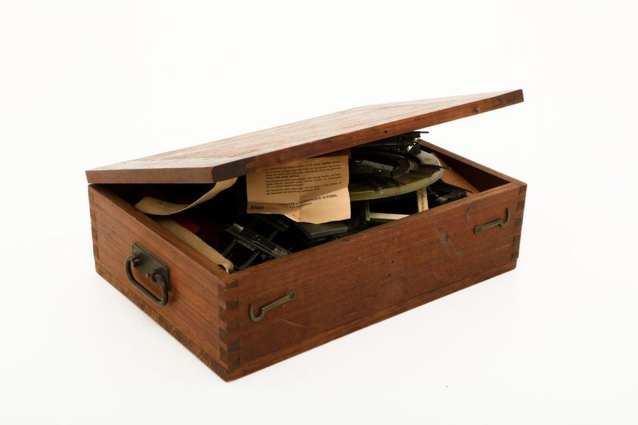 Märklin tole train set in a chest. In wood chest. Consisting of : 5 piece set en…