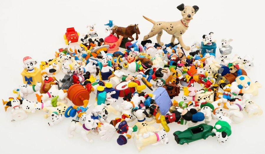 A large lot with Disney toys. A.W. Disney 101 Dalmatiers and Donald Duck. Estima…
