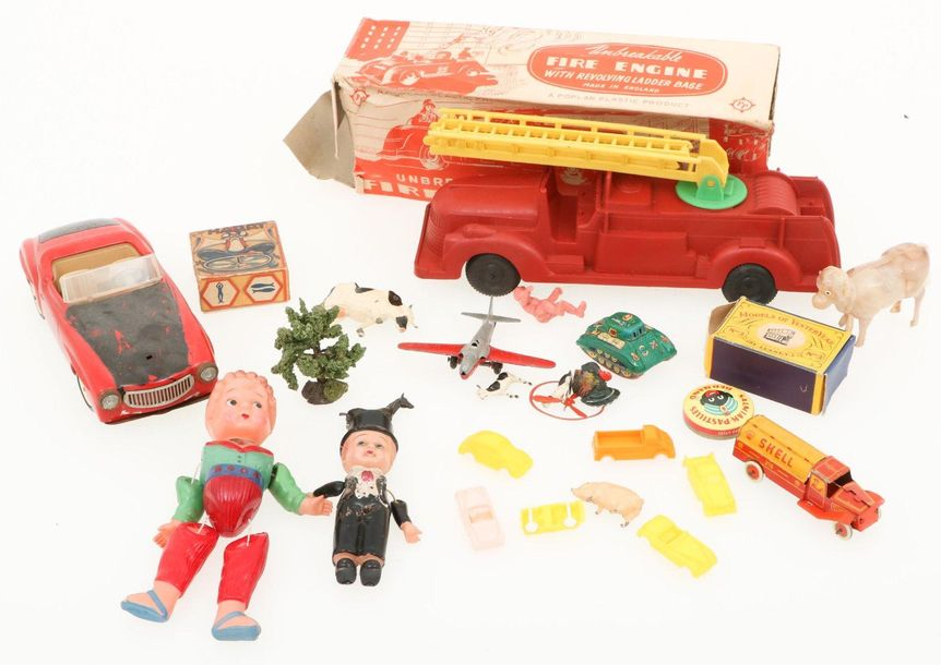A large lot with various toys. A.O. Lesney Matchbox, Schuco, Poplar and Tootsiet…